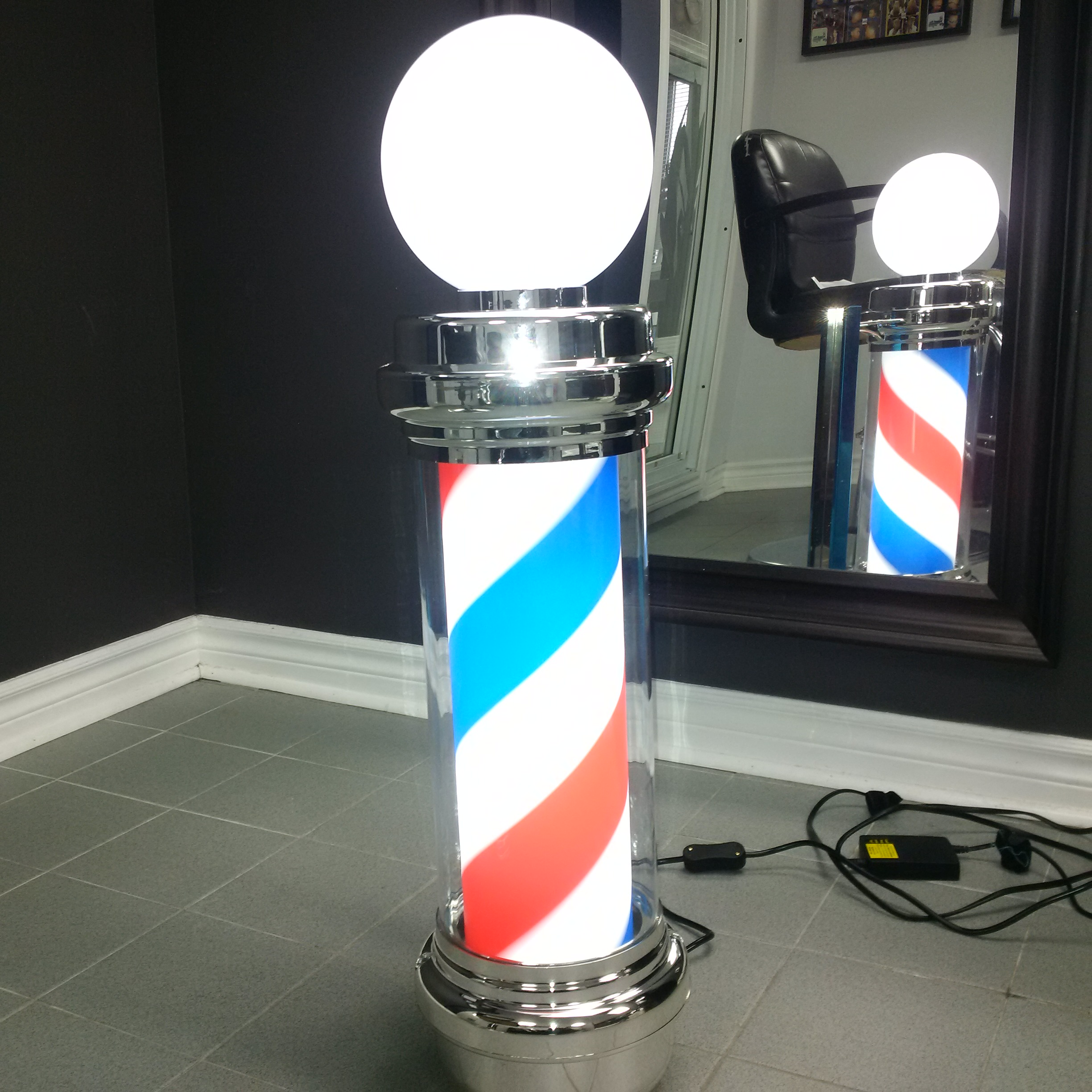 Traditional Spinning Barber Pole